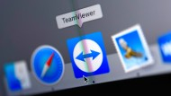 A mouse pointer hovers over the icon of the Teamviewer program