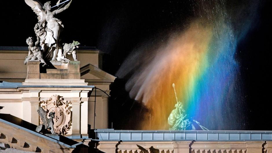 Zwischen symbolpolitischer Reverenz und machtpolitischer Geste: der Regenbogen