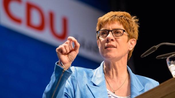 """Saarländische Ministerpräsidentin weiter gegen """"Ehe für alle"""""""