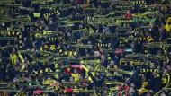 You'll never walk alone: Fans von Borussia Dortmund kurz vor dem Anpfiff.