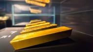 Die Sonderausstellung der Deutschen Bundesbank zeigt einen der ältesten Goldbarren der deutschen Währungsreserven.