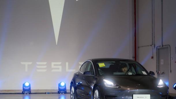 Tesla übertrifft Erwartungen im Schlussquartal