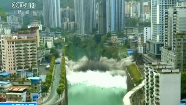 Brücken-Sprengung in der Innenstadt