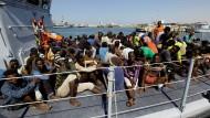 Libysche Küstenwache stoppt Flüchtlingsboot