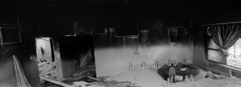 Dieses Esszimmer ist begraben unter Massen von Vulkanasche.