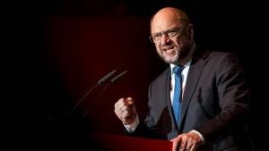 Merkel in Umfrage wieder deutlich vor Schulz