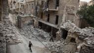 Eine durch einen Luftangriff zerstörte Nachbarschaft in Aleppo