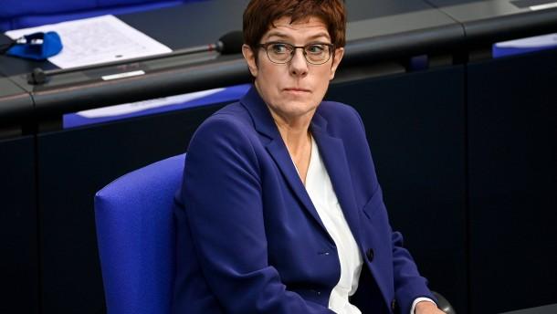 Kramp-Karrenbauer beklagt ruinösen Wettbewerb um CDU-Vorsitz