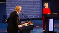 Bei dem TV-Duell zwischen Donald Trump und Hilary Clinton hatte niemand eine Antwort auf die Probleme der Vernetzung.