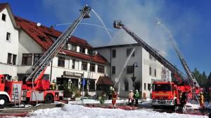 Zwei Tote bei Brand in Mehrfamilienhaus