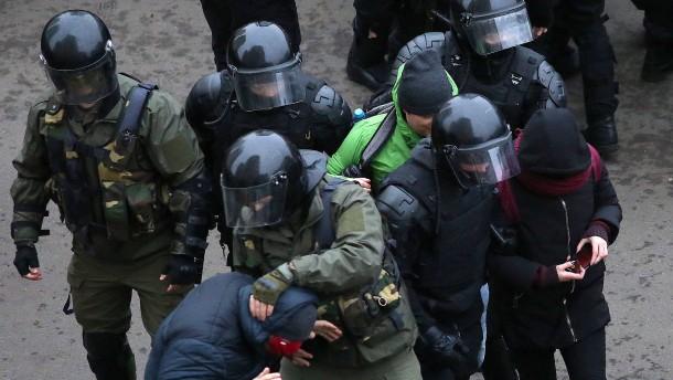 Wieder Hunderte Festnahmen bei Protesten