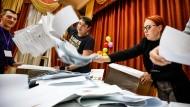 """""""Massive Unregelmäßigkeiten"""": Brüssel und Berlin kritisieren Wahl in Russland"""