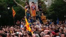 Katalanen uneinig nach Aufschub der Unabhängigkeit