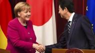 Bundeskanzlerin Angela Merkel und Japans Premierminister Shinzo Abe in Tokio.