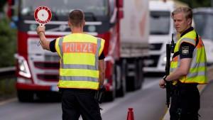 Unternehmen und Ökonomen fordern Ende der Grenzkontrollen