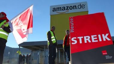 Beschäftigte des Internethändlers Amazon bei einem Streik im vergangenen Jahr