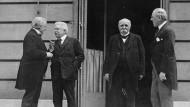 27. Mai 1919: Der britische Premierminister Lloyd George, der italienische Präsident Vittorio Orlando, der französische Ministerpräsident Georges Clemenceau und der amerikanische Präsident Woodrow Wilson in Paris