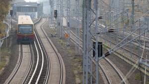 IS-Flagge an S-Bahn-Trasse in Berlin gefunden