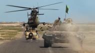 Irakische Einsatzkräfte in der Nähe von Haditha: Der Irak gehört zu der Koalition, die den Islamischen Staat bekämpft.
