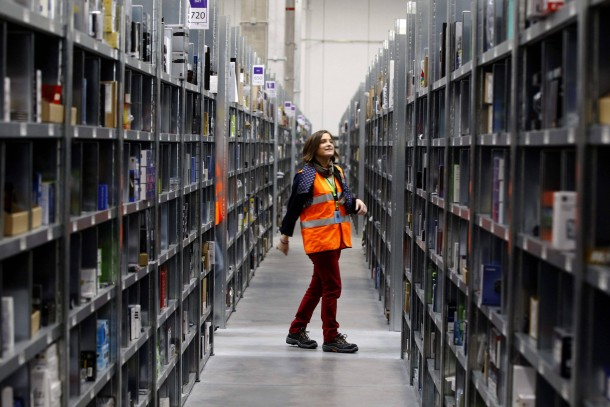 Amazon, hier das Logistikzentrum in Los Angeles, dominiert den Internethandel