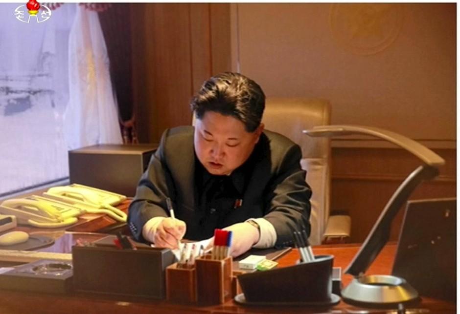 Der Große Führer, writing things: Kim Jong-un