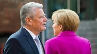 Bundespräsident Gauck und Bundeskanzlerin Merkel stammen aus dem Osten. Die Führungspositionen im Osten sind hingegen häufig von Westdeutschen besetzt.