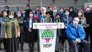 Wollen nicht ins Gefängnis: Politiker der türkischen Oppositionspartei HDP auf einer Pressekonferenz am 31. März