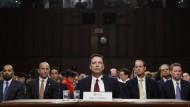 Der ehemalige FBI-Chef James Comey kurz vor der Anhörung.