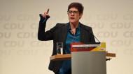 Annegret Kramp-Karrenbauer spricht auf der CDU-Regionalkonferenz in Lübeck am 15. November.