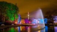 """Buntes Spektakel: Im vergangenen Winter kamen rund 35.000 Besucher zu den """"Winterlichtern"""" in den Palmengarten."""