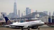 Die amerikanische Fluglinie United will Angestellten, die sich noch immer nicht haben impfen lassen, eine Frist setzen und ihnen dann kündigen.