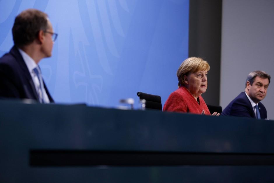 Michael Müller, Angela Merkel und Markus Söder am Montagabend im Kanzleramt (v.l.n.r.)