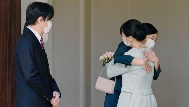 Prinzessin Mako heiratet und verlässt Japan