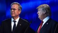 Sorgenvolle Gesichter auch in der Pause: Die Wettbewerber Jeb Bush (l.) und Donald Trump