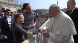 Greta trifft den Papst im Vatikan