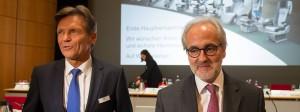 Erleichtert: Der Vorsitzende des Aufsichtsrats des Automobilzulieferers Grammer, Klaus Probst (links), und der Vorstandsvorsitzende, Hartmut Müller, nach der Hauptversammlung