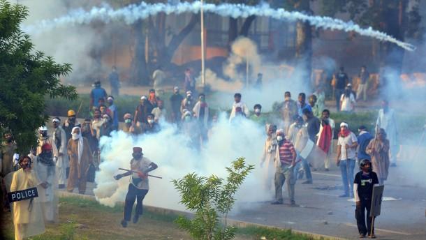Mehr als 500 Verletzte bei Protesten in Islamabad