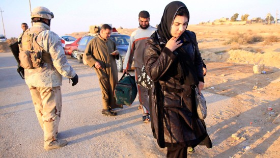 Zivilisten fliehen aus Falludscha