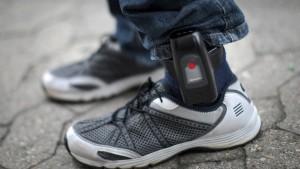 CSU will elektronische Fußfesseln für Gefährder
