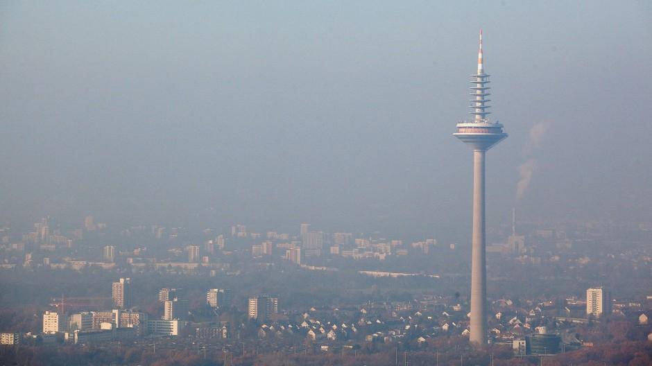 Oberbürgermeister Feldmann möchte, dass der Fernsehturm wieder öffentlich genutzt wird.