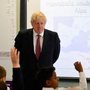 Kontakt mit der Zukunft (ohne EU): Boris Johnson am Dienstag beim Besuch einer Schulklasse in London