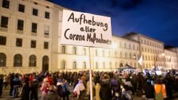 Pensionierter Polizist muss nach Querdenken-Demo 10.000 Euro zahlen