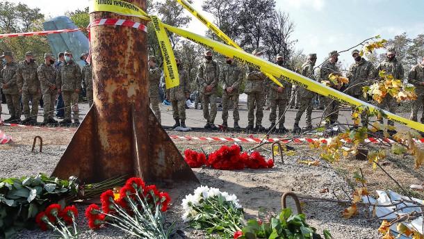 Ein Überlebender nach Absturz ukrainischer Militärmaschine