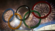 Und über allem strahlen – immer noch – die Olympischen Ringe