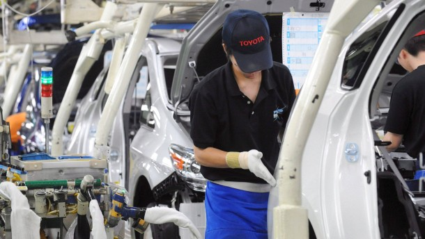 Autobauer ziehen Tokios Börse nach unten