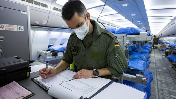 Bundeswehr bringt infizierte Italiener nach Deutschland