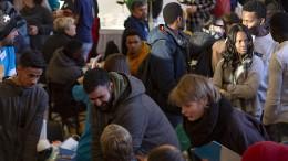 Sind Flüchtlinge die Lösung für den Pflegenotstand?