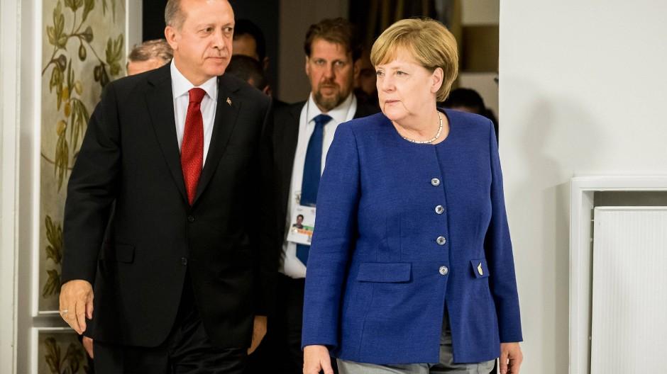 Angela Merkel: Scharfe Krtik an Erdogan im F.A.S.-Interview