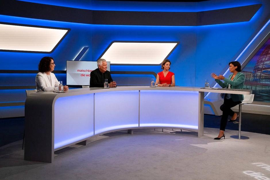Mit Abstand: Christina Berndt, Rudolf Wöhrl, Anna Planken und Sandra Maischberger