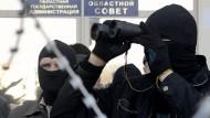 Prorussische Demonstranten bitten Putin um Hilfe